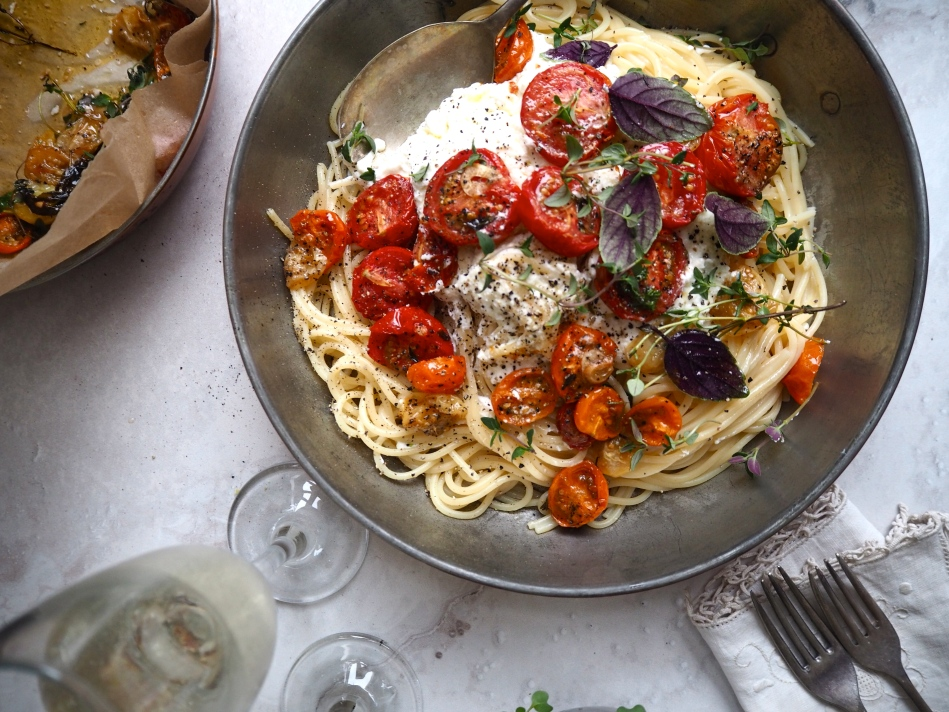 Pasta with confit tomatoes, ricotta & herbs